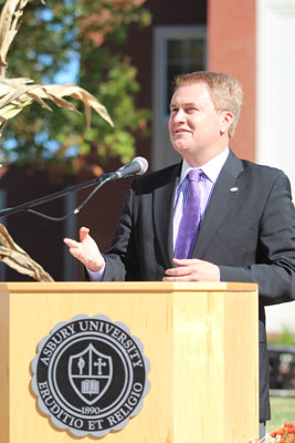 Kentucky Agriculture Commissioner James Comer recognized Asbury as a 'Kentucky Proud' institution. Photo by Bryan Garrett.