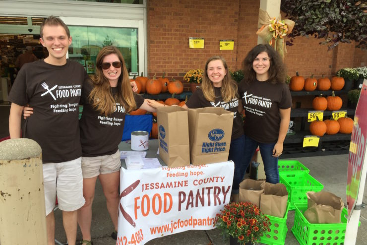 students helping with the Jessamine County Food Pantry