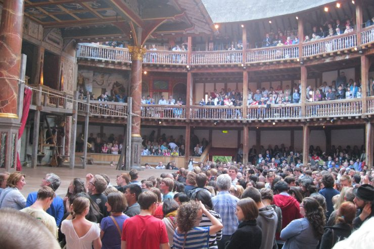 crowds in Shakespeare's Globe Theatre