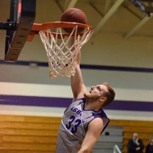 Trenton Thompson making a slam dunk